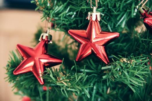 wann baut man den christbaum ab wie lange bleibt er stehen. Black Bedroom Furniture Sets. Home Design Ideas